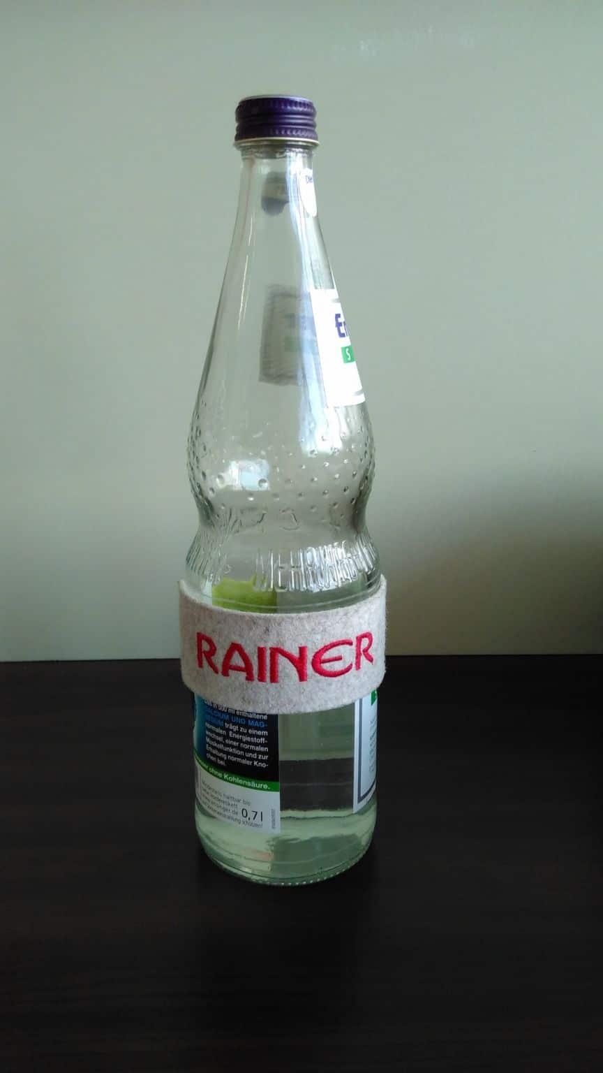 Bandelette nominative sur bouteille d'eau : Rainer