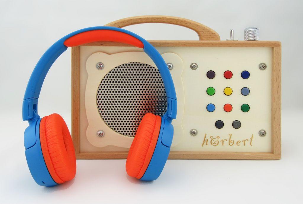 """Une """"radio"""" pour enfants avec des écouteurs"""