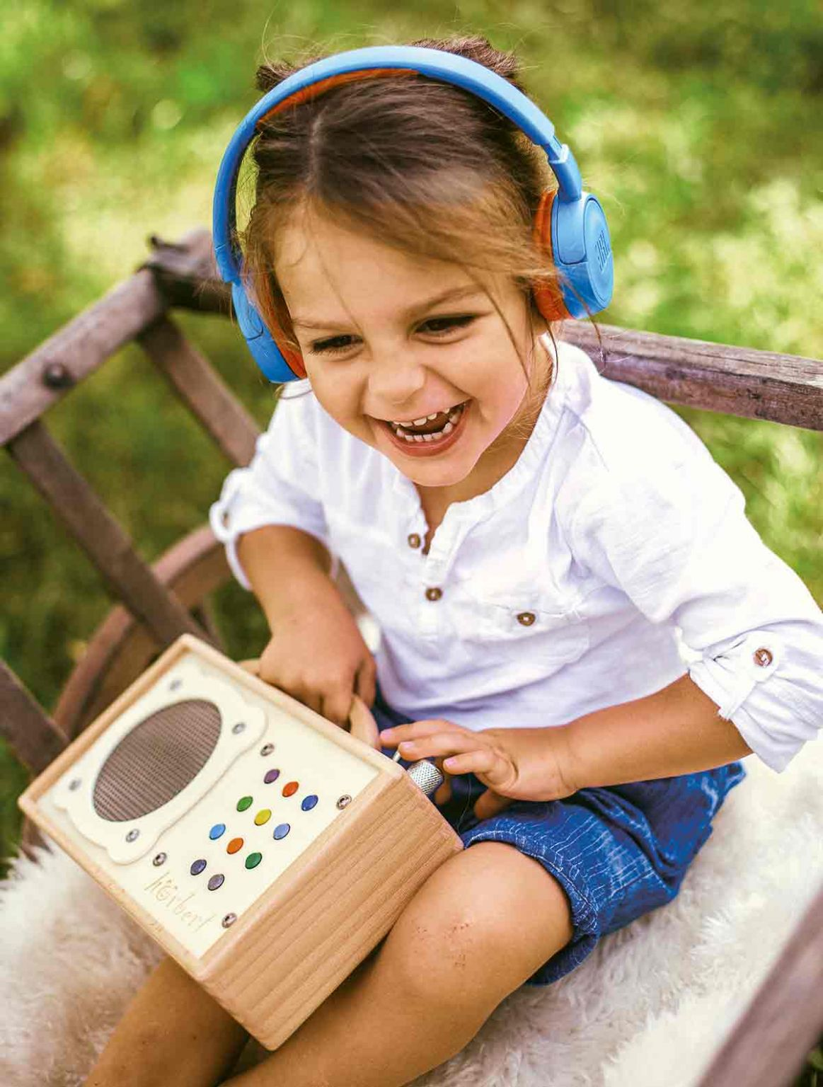 Plaisir absolu avec un casque Bluetooth connecté au lecteur mp3 pour enfant